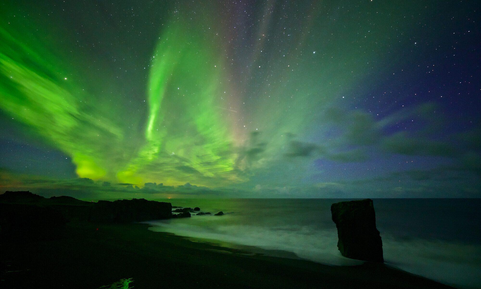 Nordlicht an Islands Küste